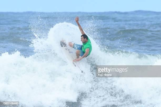 Joel Parkinson surfs during the semifinal of 2018 Vans Triple Crown of Surfing on November 17 2018 in Haleiwa Hawaii