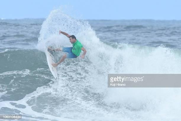 Joel Parkinson surfs during the semifinals of the winner of 2018 Vans Triple Crown of Surfing on November 17 2018 in Haleiwa Hawaii