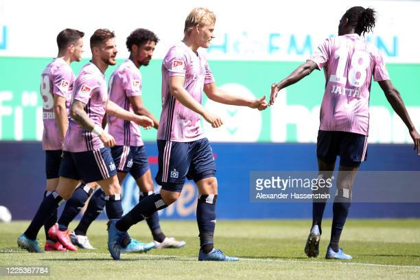 Joel Pohjanpalo of Hamburg celebrates his team's first goal with team mates during the Second Bundesliga match between SpVgg Greuther Fürth and...