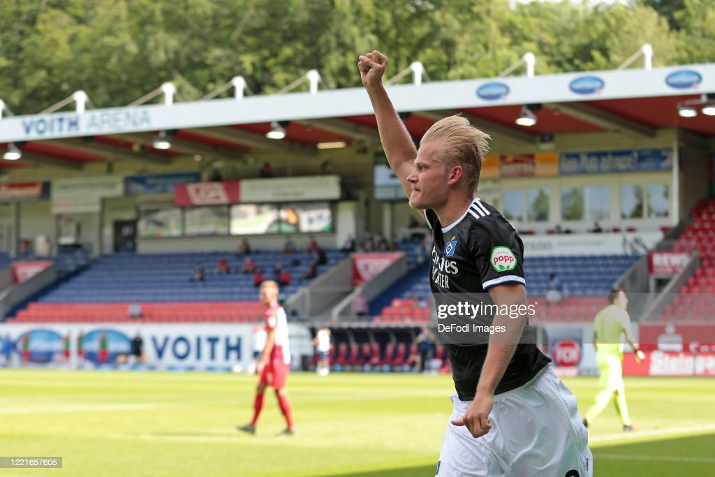 1. FC Heidenheim 1846 v Hamburger SV - Second Bundesliga : News Photo