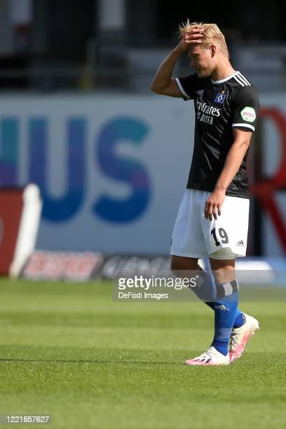 Joel Pohjanpalo of Hamburger SV looks dejected during the Second Bundesliga match between 1. FC Heidenheim 1846 and Hamburger SV at Voith-Arena on...