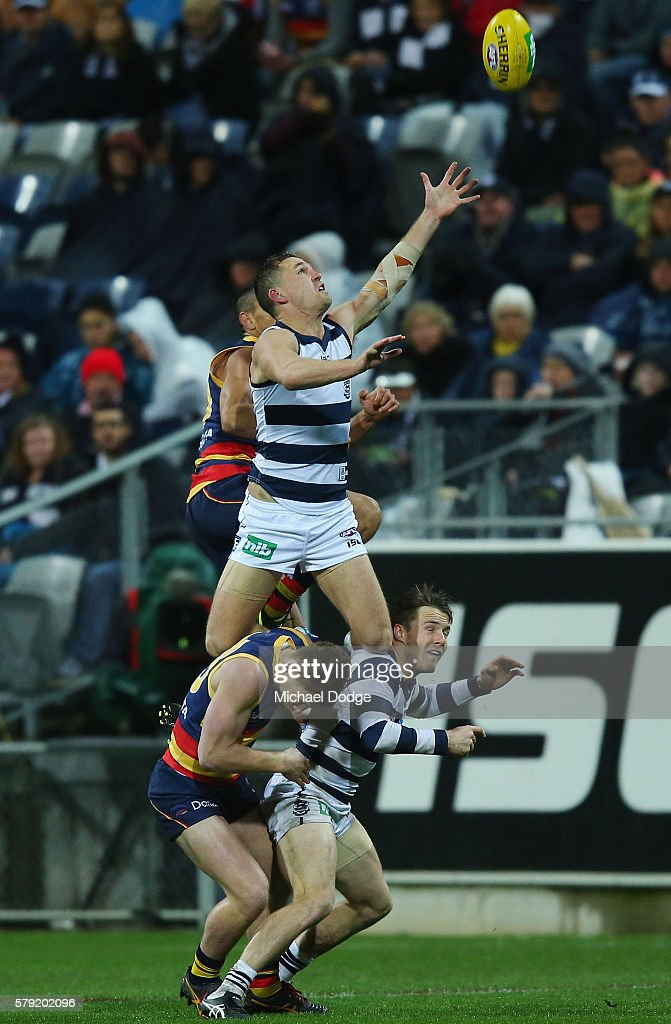 Joel Selwood of the Cats attempts a high mark during the round 18 AFL match between the Geelong Cats and the Adelaide Crows at Simonds Stadium on July 23, 2016 in Geelong, Australia.