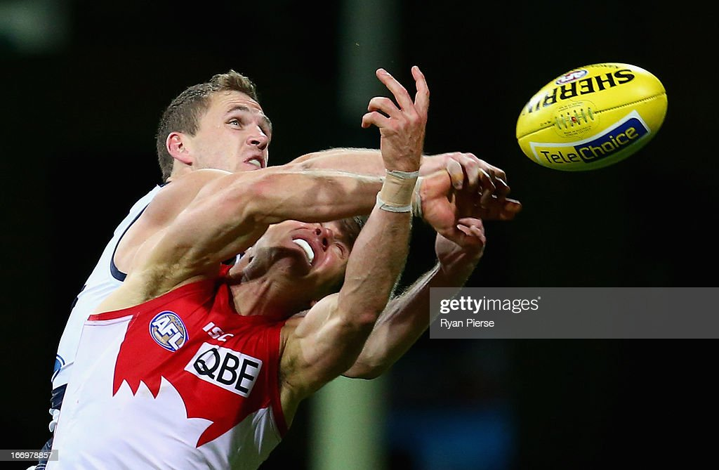 Joel Selwood of the Cats spoils Ryan O'Keefe of the Swans during the round four AFL match between the Sydney Swans and the Geelong Cats at the SCG on April 19, 2013 in Sydney, Australia.