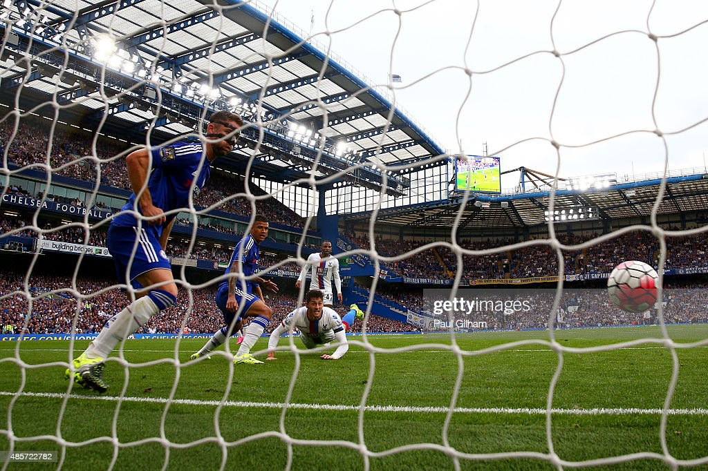 Joel Ward of Crystal Palace scores his team's second goal during the Barclays Premier League match between Chelsea and Crystal Palace at Stamford Bridge on August 29, 2015 in London, England.