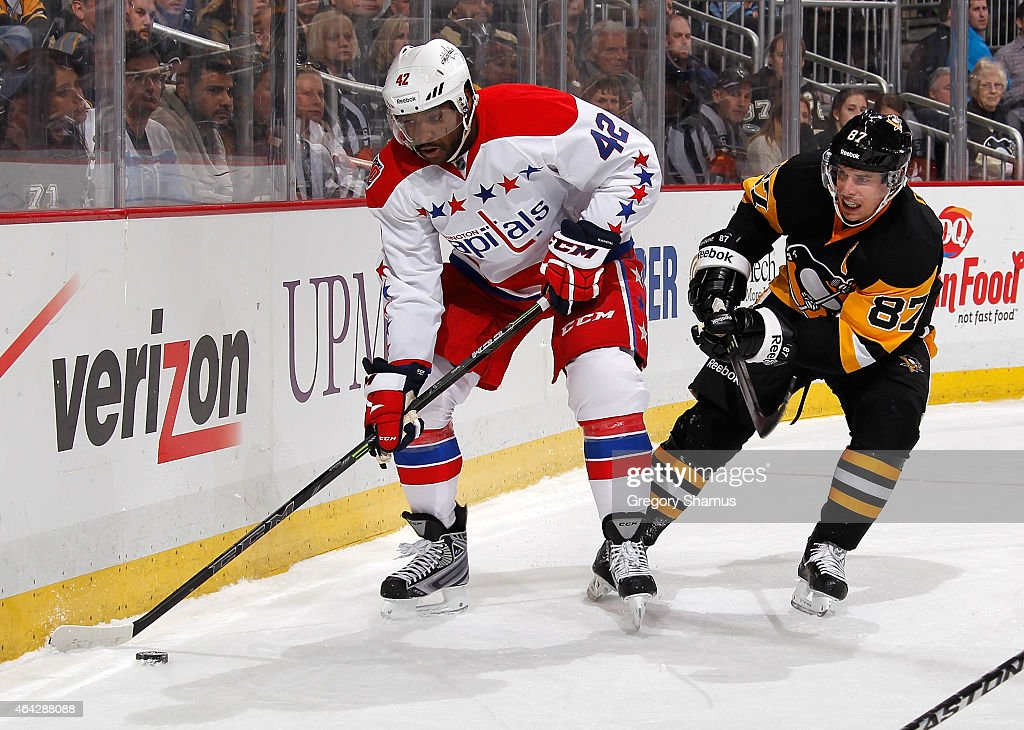 Joel Ward #42 of the Washington Capitals moves the puck in front of Sidney Crosby #87 of the Pittsburgh Penguins at Consol Energy Center on February 17, 2015 in Pittsburgh, Pennsylvania.