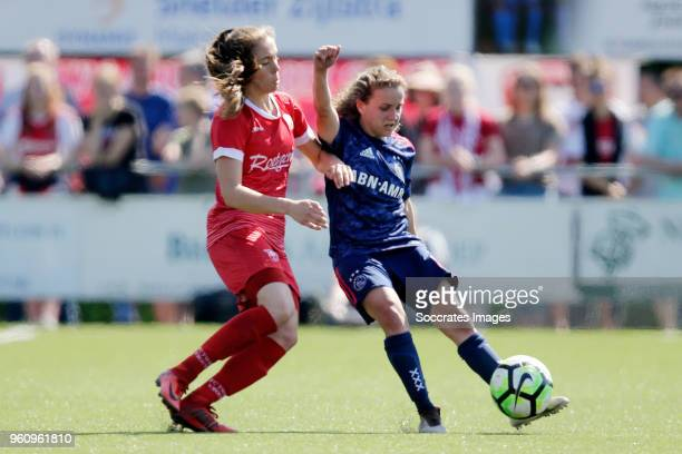 Joelle Smits of FC Twente Women Davina Philtjens of Ajax Women during the Dutch Eredivisie Women match between Fc Twente v Ajax at the Sportpark...