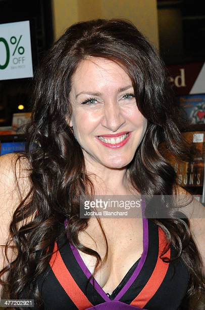 Joely Fisher arrives at the Annabelle Gurwitch book signing for I See You Made An Effort at Barnes Noble bookstore at The Grove on March 7 2014 in...
