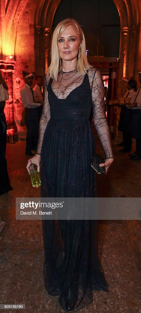 Joely Richardson attends the Save The Children Winter Gala at The Guildhall on November 22, 2016 in London, England.