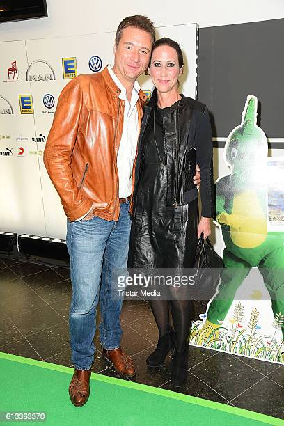 Joerg Boecker and his wife Jessica Boecker attend the 'Tabaluga Es lebe die Freundschaft' Premiere on October 7 2016 in Hamburg Germany