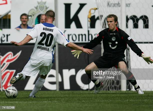 Joerg Boehme of Bielefeld scores against Robert Enke of Hanover during the Bundesliga match between Arminia Bielefeld and Hanover 96 at the Schuco...