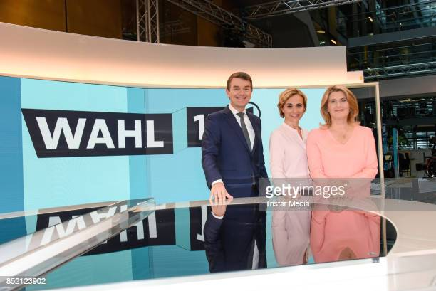 Joerg Schoenenborn Caren Miosga and Tina Hassel during the 'Bundestagswahl' TV Show Photo Call on September 22 2017 in Berlin Germany