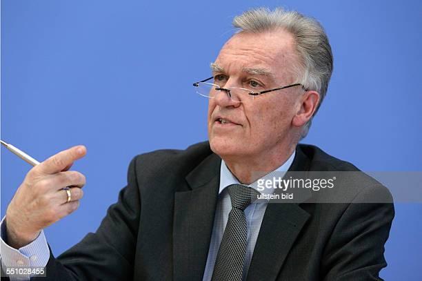 Joerg Ziercke Praesident des Bundeskriminalamtes PK zu Vorstellung der Daten zur Rauschgiftkriminalitaet und Drogentodeszahlen 2013