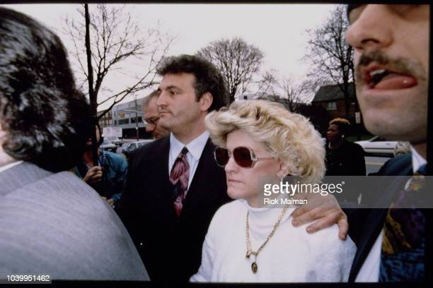 Joey and Mary Jo Buttafuoco in front of the court