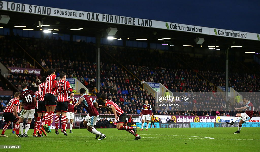 Joey Barton of Burnley (R) scores his sides first goal during the Premier League match between Burnley and Southampton at Turf Moor on January 14, 2017 in Burnley, England.