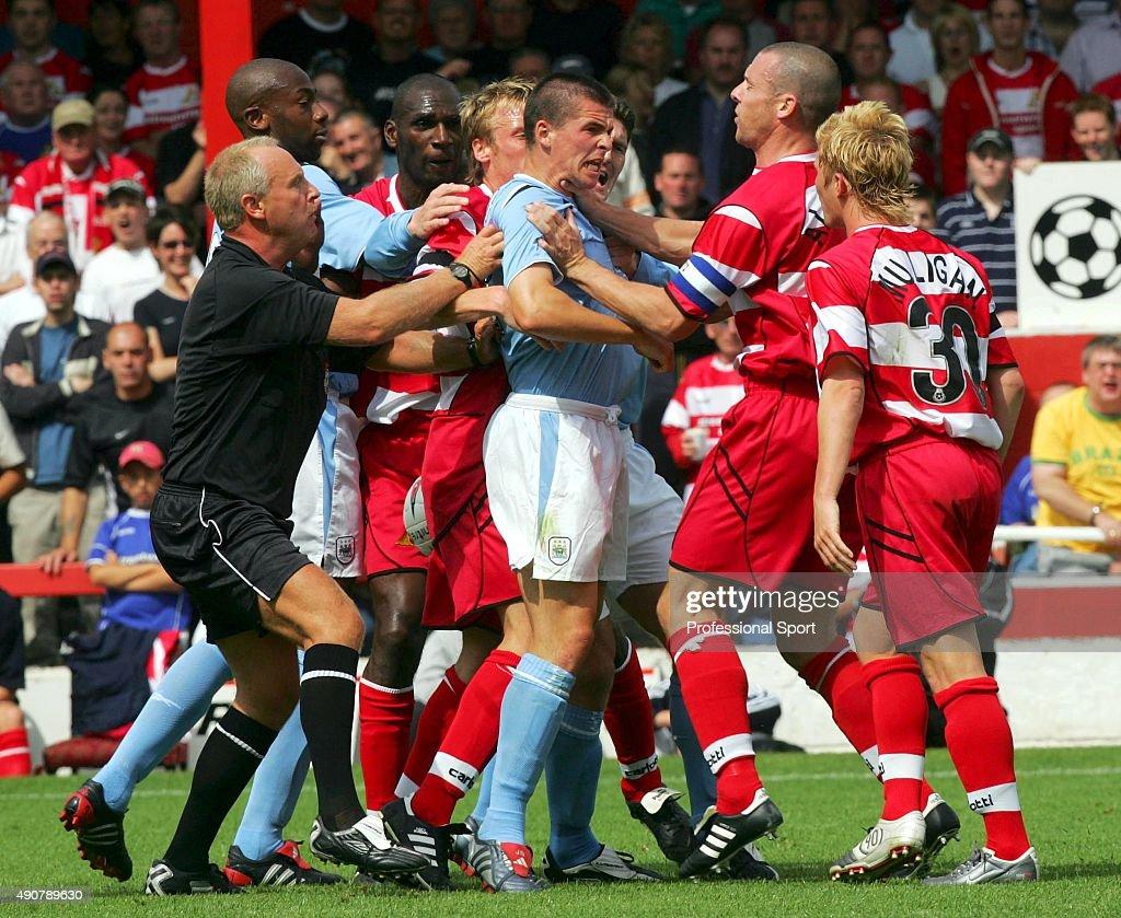 Doncaster Rovers v Manchester City : Foto di attualità