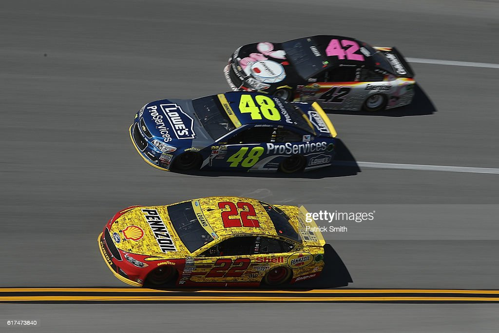 NASCAR Sprint Cup Series Hellmann's 500 : News Photo