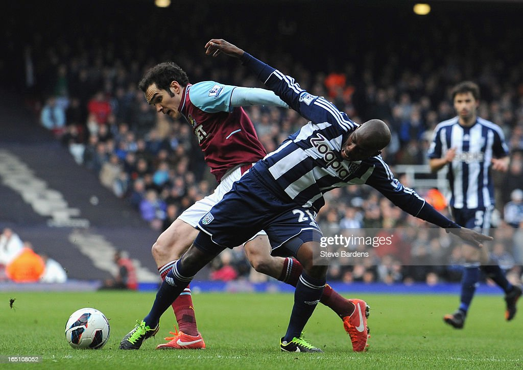 Joey O'Brien of West Ham United and Youssouf Mulumbu of West Bromwich Albion battle for the ball during the Barclays Premier League match between West Ham United and West Bromwich Albion at the Boleyn Ground on March 30, 2013 in London, England.