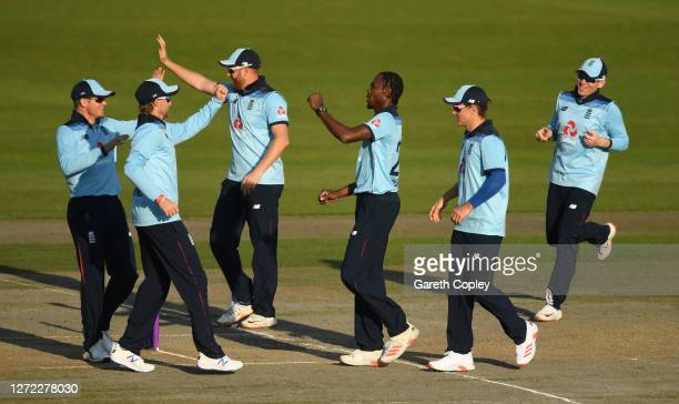 Jofra Archer of England celebrates the wicket of David Warner of Australia with teammates during the 2nd Royal London One Day International Series...