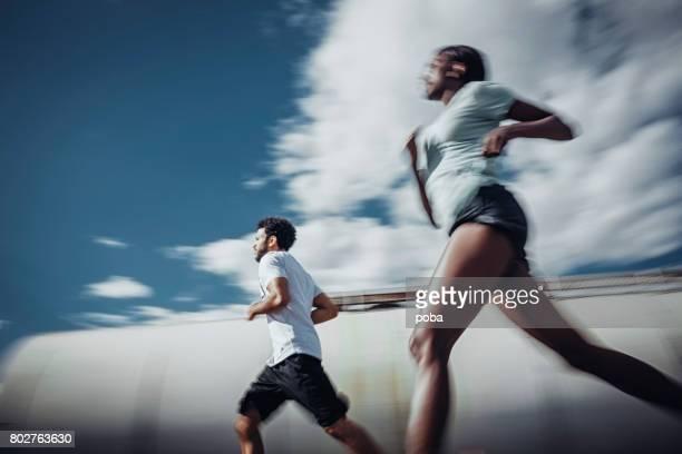 Läufer laufen im Freien