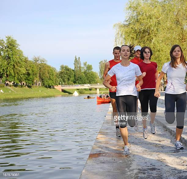 Jogging au bord de la rivière