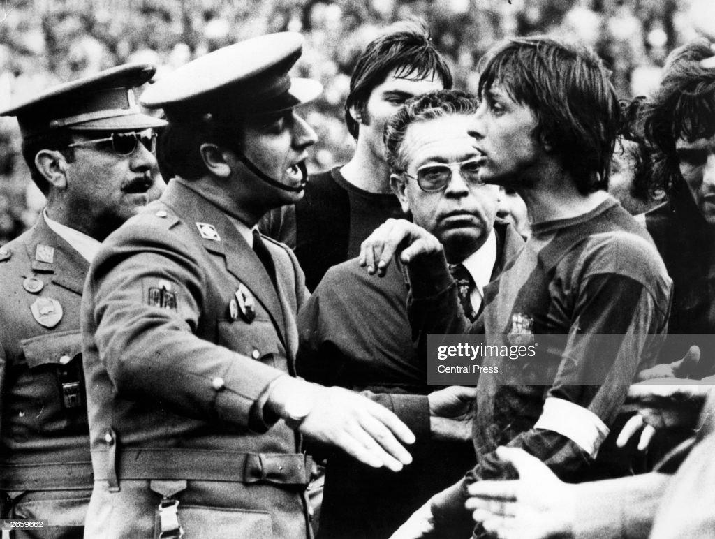 Referee's Decision : News Photo