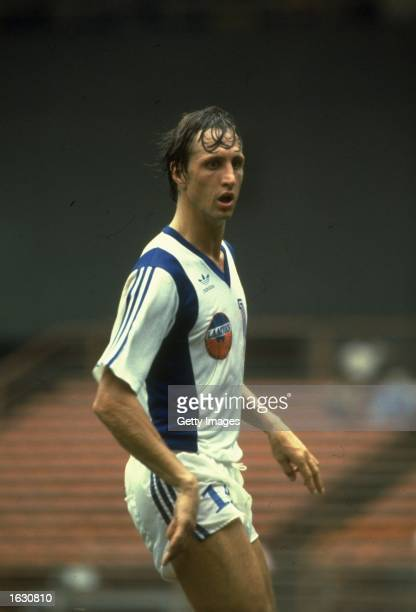 Johan Cruyff of the Los Angeles Aztecs in action during a match in the North American Soccer League Mandatory Credit Allsport UK /Allsport