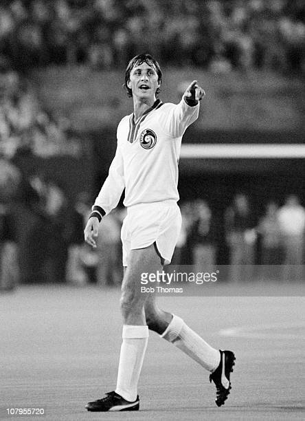 Johan Cruyff of the New York Cosmos in action against the World All Stars XI at Giants Stadum, New York circa August 1978. The match ended in a 2-2...