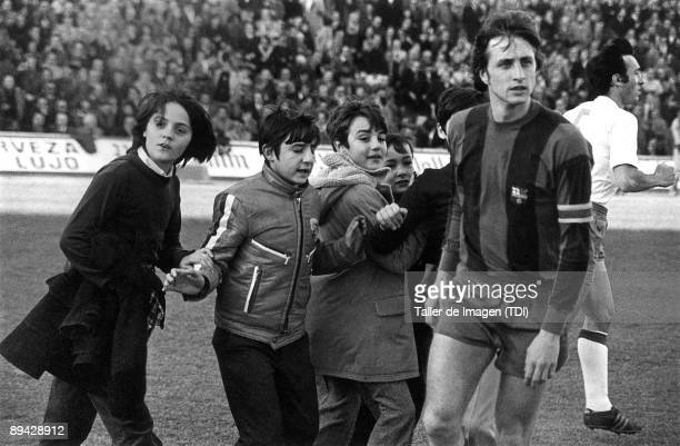 Johan Cruyff soccer player training in 'La Romareda Stadium' Photo by Taller de Imagen /Cover/Getty Images