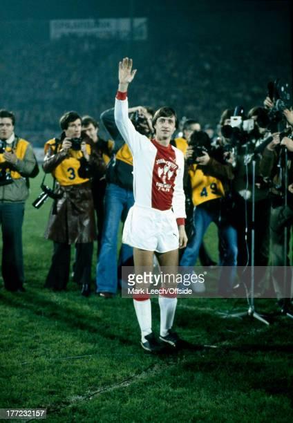 Johan Cruyff Testimonial Football - Ajax v Bayern Munich, Johan Cruyff waves to the fans as he is surrounded by photographers.