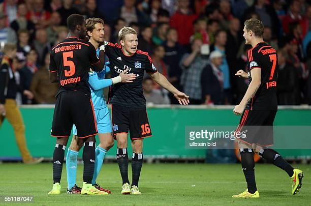 Johan Djourou Torwart Rene Adler Artjoms Rudnevs Marcell Jansen Jubel Freude Emotion nach Sieg im Elfmeterschiessen FC Energie Cottbus HSV Hamburger...
