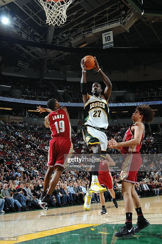 Cleveland Cavaliers v Seattle SuperSonics : News Photo