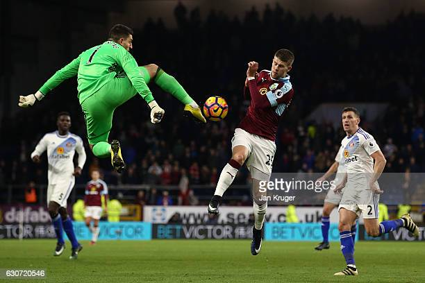 Johann Guomundsson of Burnley and Vito Mannone of Sunderland compete for the ball during the Premier League match between Burnley and Sunderland at...