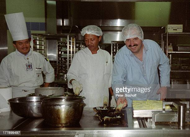 "Johann Lafer , Zainuddin Mohd Isa Koch ""Malaysian Airlines"", neben den Dreharbeiten zur SWR-Show ""Johann Lafer kocht unterwegs"" - ""Kochen und Kunst..."