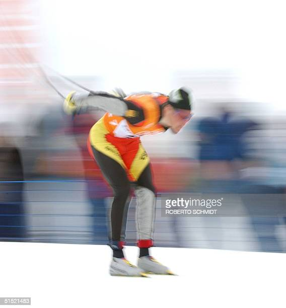 Johann Muehlegg of Spain drives as he skis the course during the Men's 50km Classical Cross Country ski race 23 February 2002 at the XIX Winter...