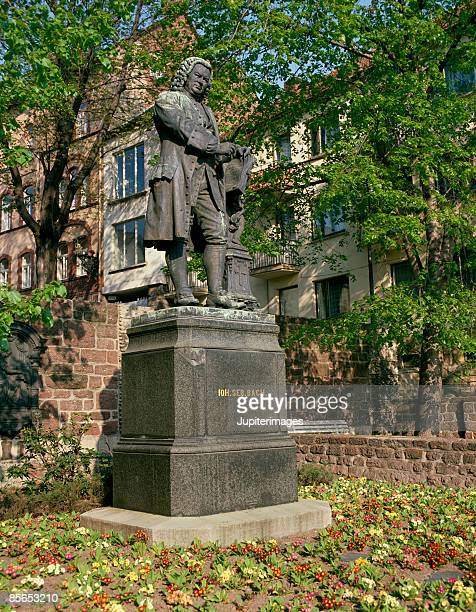 johann sebastian bach monument , eisenach , thuringia , germany - アイゼナッハ ストックフォトと画像
