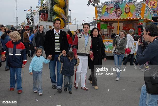 Johann Traber jr Mutter Maria Traber Cousin Alois Traber dessen Töchter Nichte Melissa Neffe Marlon Presse 1 Auftritt nach schwerem Unfall vor einem...