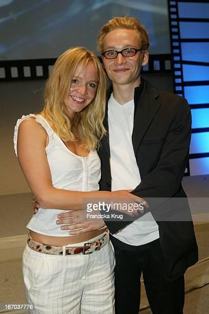 Johanna Klante Und Matthias Schweighöfer Bei Der Verleihung Des Studio Hamburg Nachwuchspreis 2002 Und Des Günther Strack Fernsehpreis 2002 In...