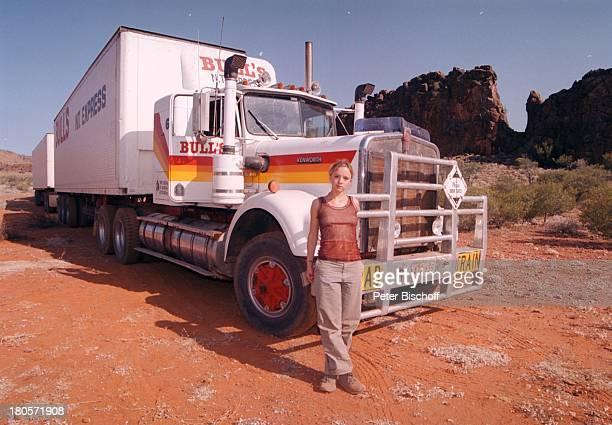 Johanna Klante ZDF2Teiler Im Herzender Fremde heisst jetzt 1000 Meilen für die Liebe Ross River Sphings / Australien Felsen Wüsteroter Sand Roadtrain...