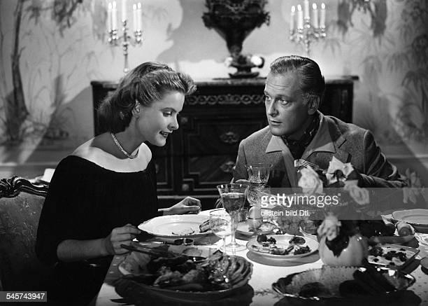 """Johanna Matz *-Schauspielerin, Österreichmit Curd Jürgens in dem Film """"Alles für Papa""""Regie: Karl HartlDeutschland 1953"""