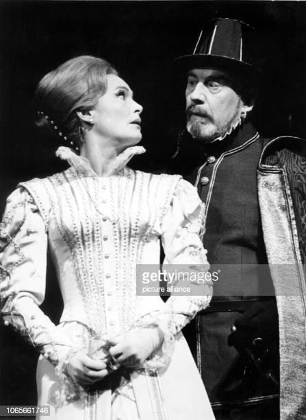 Johanna Wichmann as queen and Werner Hinz as king Phillip in the drama 'Don Carlos' by Friedrich Schiller during a rehearsal in the Städtische Bühnen...
