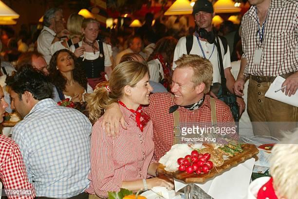 Johannes B Kerner Mit Ehefrau Britta Becker Beim Laureus Charity Wies'N Treff Im Hippodrom