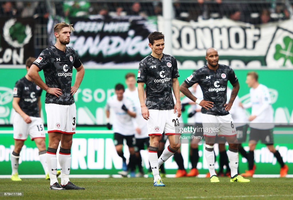 Johannes Flum of FC St. Pauli and team mates are dejected after going 4-0 down during the Second Bundesliga match between SpVgg Greuther Fuerth and FC St. Pauli at Sportpark Ronhof Thomas Sommer on November 26, 2017 in Fuerth, Germany.
