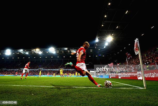 Johannes Geis of 1 FSV Mainz 05 takes a corner kick during the Bundesliga match between 1 FSV Mainz 05 and TSG 1899 Hoffenheim at Coface Arena on...
