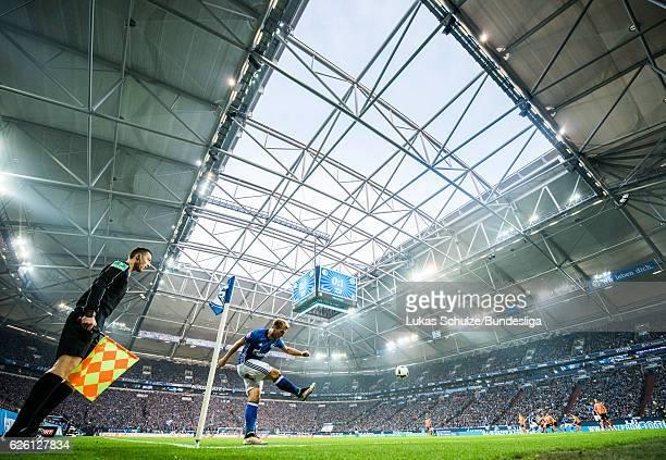 Johannes Geis of Schalke is in action on a corner during the Bundesliga match between FC Schalke 04 and SV Darmstadt 98 at VeltinsArena on November...