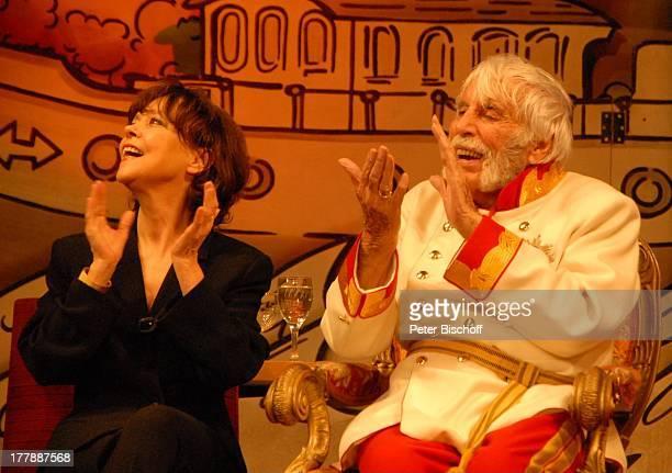 "Johannes Heesters , Ehefrau Simone Rethel, Geburtstagsfeier zum 105. Geburtstag von Johannes Heesters , nach Operette ""Im Weissen Rössl"", Theater..."