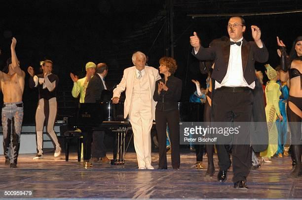 Johannes Heesters, Ehefrau Simone Rethel, Russischer Staatscircus, Ballett, München, , Zirkus, Charmeur, Anzug,Staatszirkus, Auftritt, Bühne,...