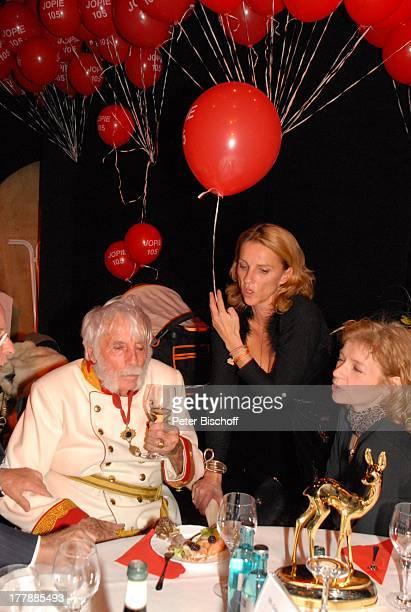 """Johannes Heesters , Enkelin Wiesje , Partygast, Geburtstagsfeier zum 105. Geburtstag von Johannes Heesters , Aftershow-Party nach Operette """"Im..."""