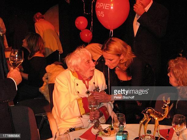"""Johannes Heesters , Enkelin Wiesje , Partygäste, Geburtstagsfeier zum 105. Geburtstag von Johannes Heesters , Aftershow-Party nach Operette """"Im..."""