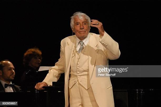 Johannes Heesters Russischer Staatscircus München Zirkus Staatszirkus Klavier Piano Auftritt Charmeur Anzug Bühne singen singend Schauspieler Sänger...