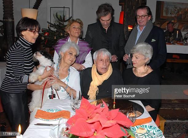 Johannes Heesters Tochter Nicole Heesters Tochter Wiesje HeroldHeesters dahinter Ehefrau Simone Rethel Enkelin Wiesje Herold Enkel Johannes Fischer...